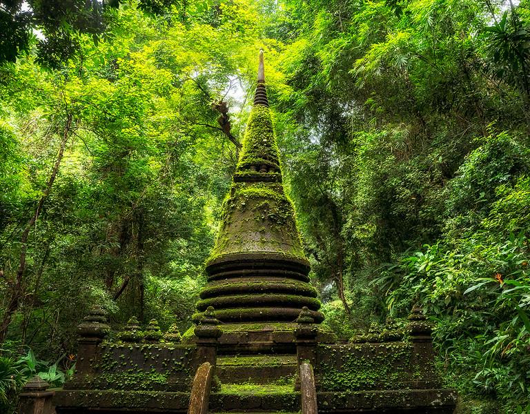 queen stupa2.jpg