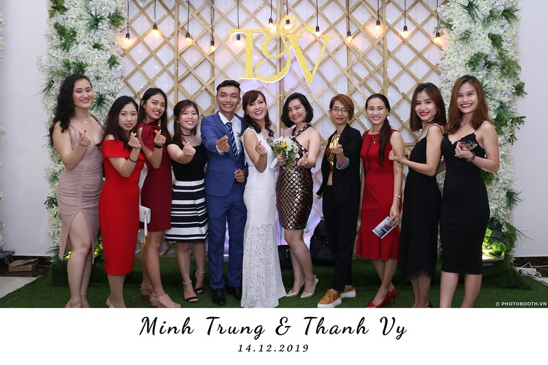Trung-Vy-wedding-instant-print-photo-booth-Chup-anh-in-hinh-lay-lien-Tiec-cuoi-WefieBox-Photobooth-Vietnam-105.jpg