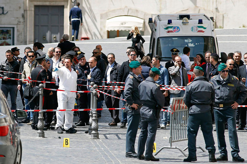 . Carabinieri police and Guardia di Finanza stand as they patrol around the area where gunshots were fired, in front of Chigi Palace, in Rome April 28, 2013. Two police officers were shot and wounded outside the Italian prime minister\'s office on Sunday as Enrico Letta\'s new government was being sworn in around a km (0.62 miles) away at the president\'s palace, RAI state television reported. REUTERS/Remo Casilli