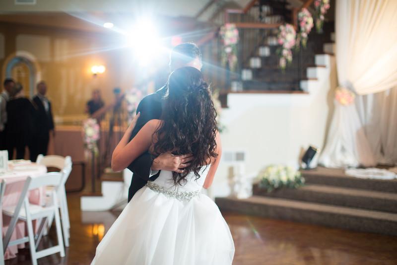0897_Josh+Lindsey_Wedding.jpg
