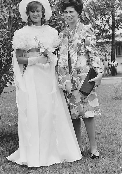 Lukapa. 24/9/1972. NANY TAVARES E TOZÉ LOURENÇO Nany e Nercinia Peleja