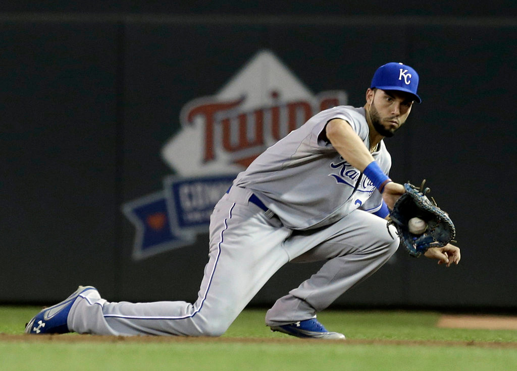 . Kansas City Royals first baseman Eric Hosmer fields a sharp grounder off the bat of Minnesota Twins\' Justin Morneau in the fourth inning of a baseball game. (AP Photo/Jim Mone)