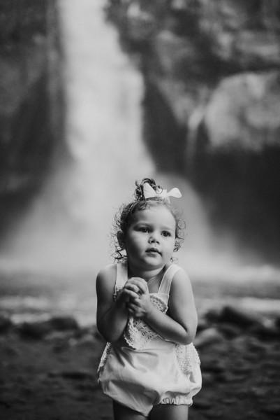 VTV_family_photoshoot_with_waterfall_Bali (141).jpg