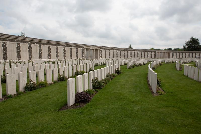 Ypres Tyne Cot Cemetery (39 of 123).jpg