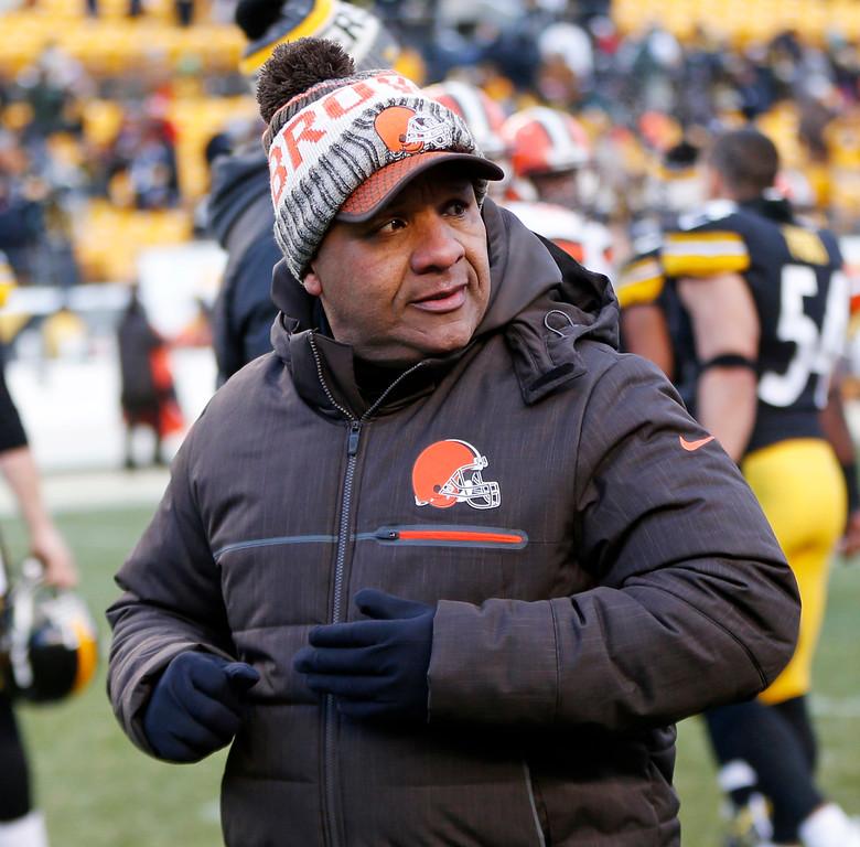 . Cleveland Browns head coach Hue Jackson walks off the field after an NFL football game against the Pittsburgh Steelers in Pittsburgh, Sunday, Dec. 31, 2017. (AP Photo/Keith Srakocic)