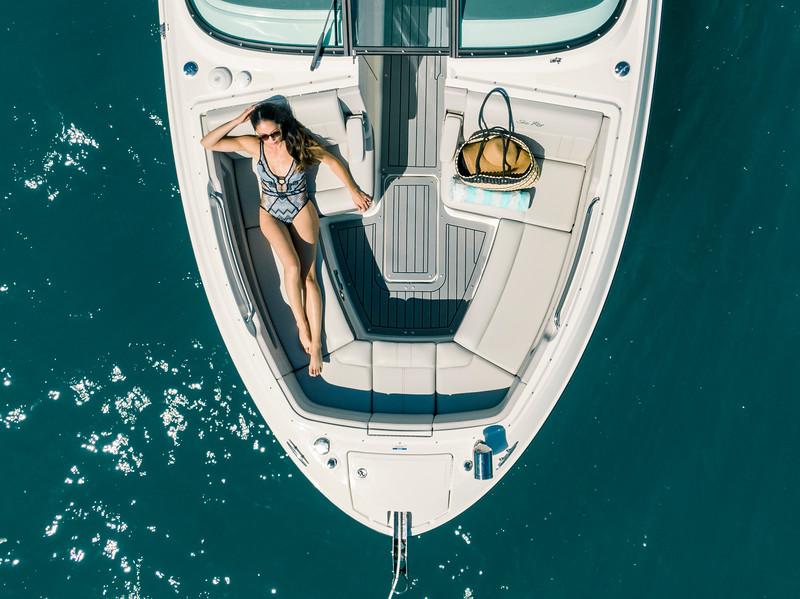 2020-SLX-R-310-outboard-lifestyle-17.jpg