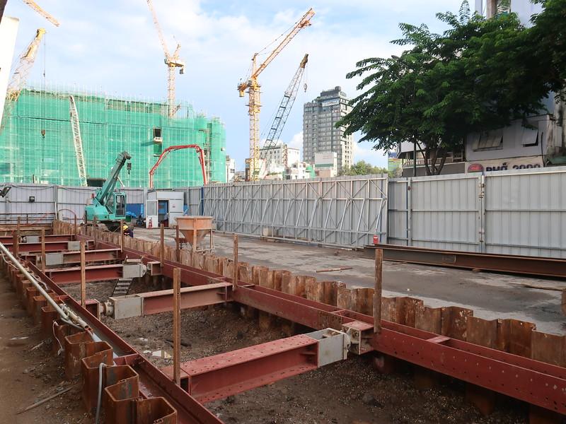 IMG_2960-ben-thanh-metro-entrance.JPG