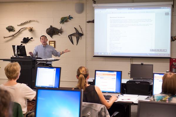 8/27/15 Instructional Designer Mike DiFonzo Teaching Blackboard Class