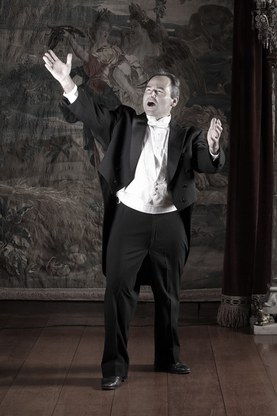 opera singer2 sat-75.jpg