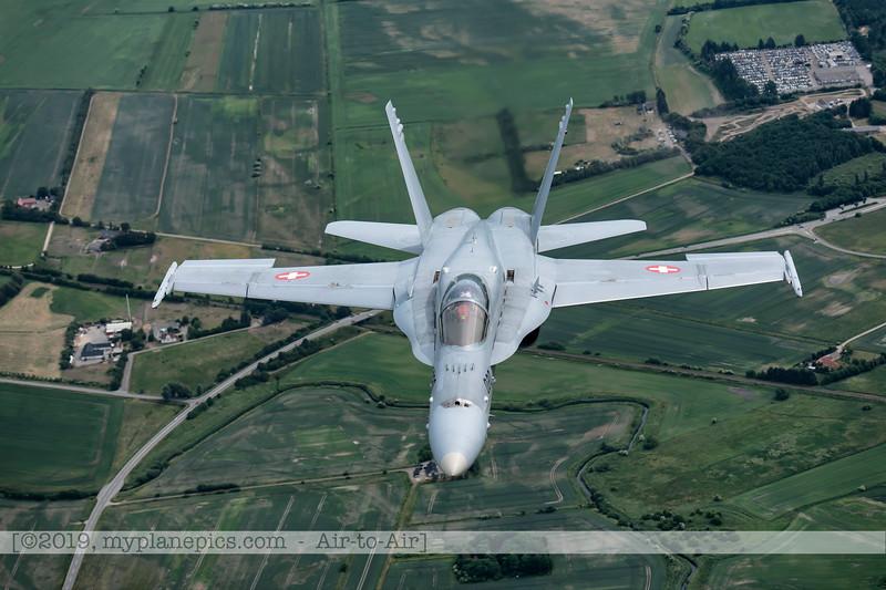 F20180609a112800_2203-F-18A Hornet-J-5020-Suisse-Demo-a2a-Aalborg,Danemark.JPG