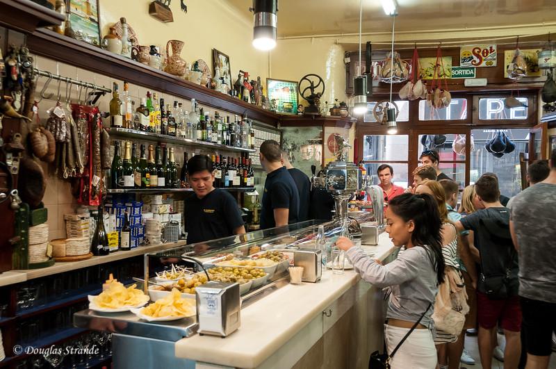 Barcelona: Busy Tapas bar