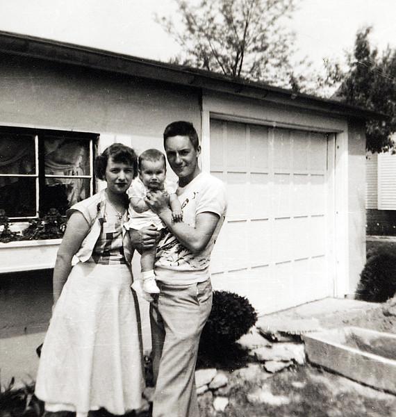 Uncle Roland, Aunt Dodie & Kathy.JPG