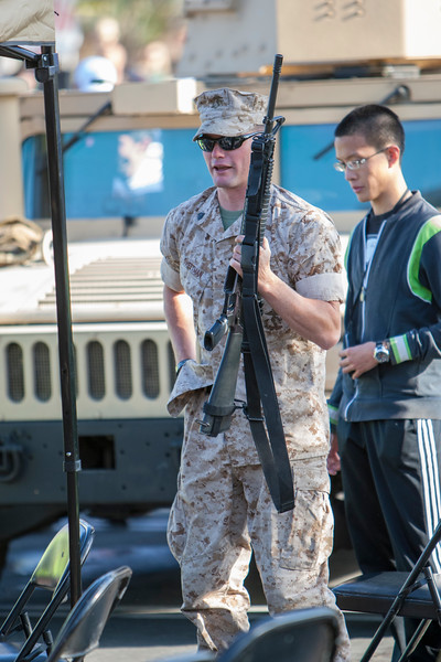 Marine_with_Rifle_P8E7701.jpg