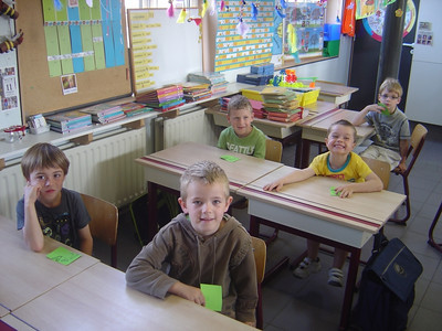 groep 4 op bezoek in het 1ste leerjaar met het thema letters