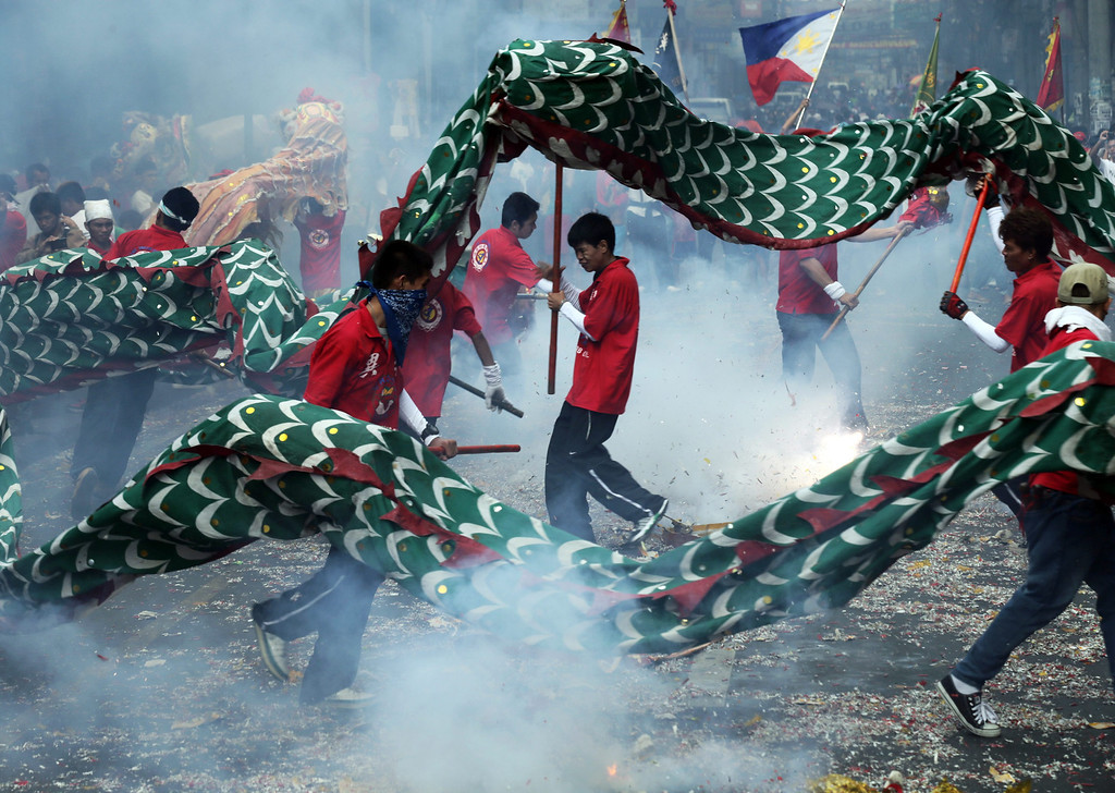 . Filipino-Chinese revelers perform a Dragon dance in celebration of the Chinese New Year at Manila\'s Chinatown, Philippines, 31 January 2014. Filipino-Chinese communities welcome the Year of the Horse, holding various activities and practices traditionally believed to bring good fortune for revelers.  EPA/FRANCIS R. MALASIG