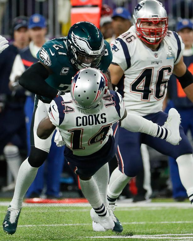 . Philadelphia Eagles\' Malcolm Jenkins, top, hits New England Patriots\' Brandin Cooks during the first half of the NFL Super Bowl 52 football game Sunday, Feb. 4, 2018, in Minneapolis. (AP Photo/Matt York)