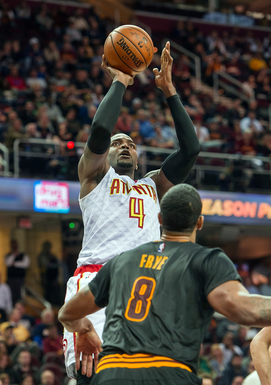. Atlanta Hawks\' Paul Millsap (4) shoots over Cleveland Cavaliers\' Channing Frye (8) during the second half of an NBA basketball game in Cleveland, Tuesday, Nov. 8, 2016. The Hawks won 110-106. (AP Photo/Phil Long)
