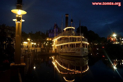 Frontierland after dark (Disneyland Paris, October 2017)