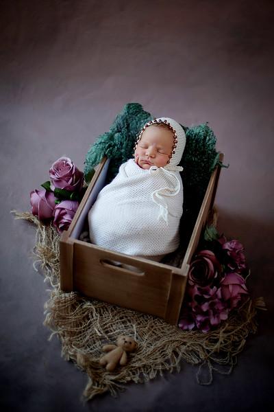 Newborn Lara