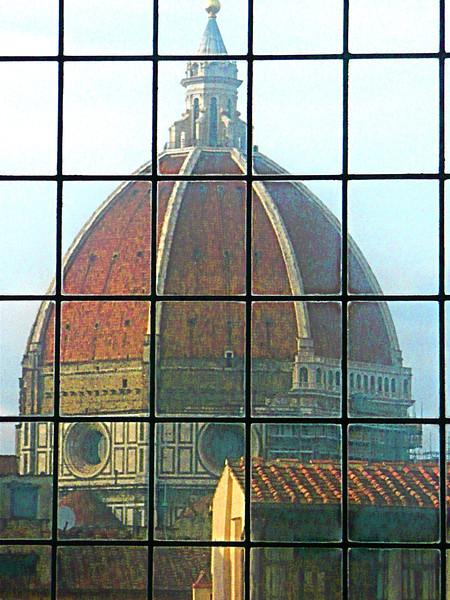 Duomo window, Florence, Italy f0819467,