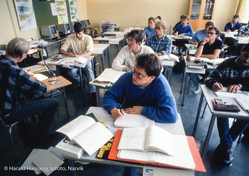 PØL-klasse. Narvik ingeniørhøgskole. Bilde tatt til slides-serie for å promotere skolen i ulike sammenhenger.