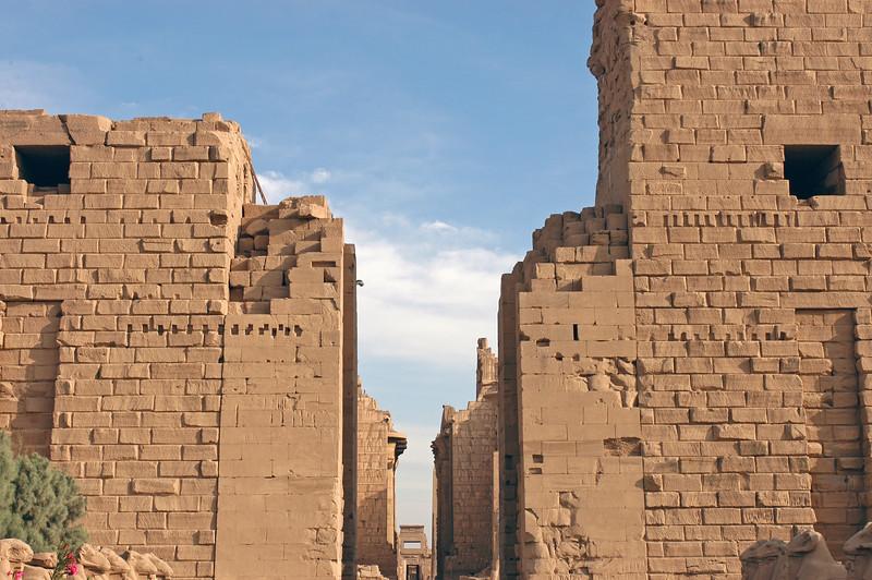 Karnak Temple 01.08.06 0004.jpg