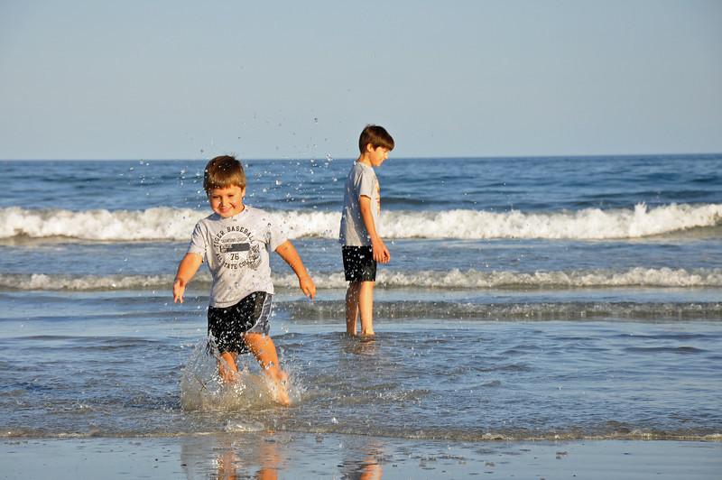 Long Sands Beach - kids 05 - 2010-08-07.jpg