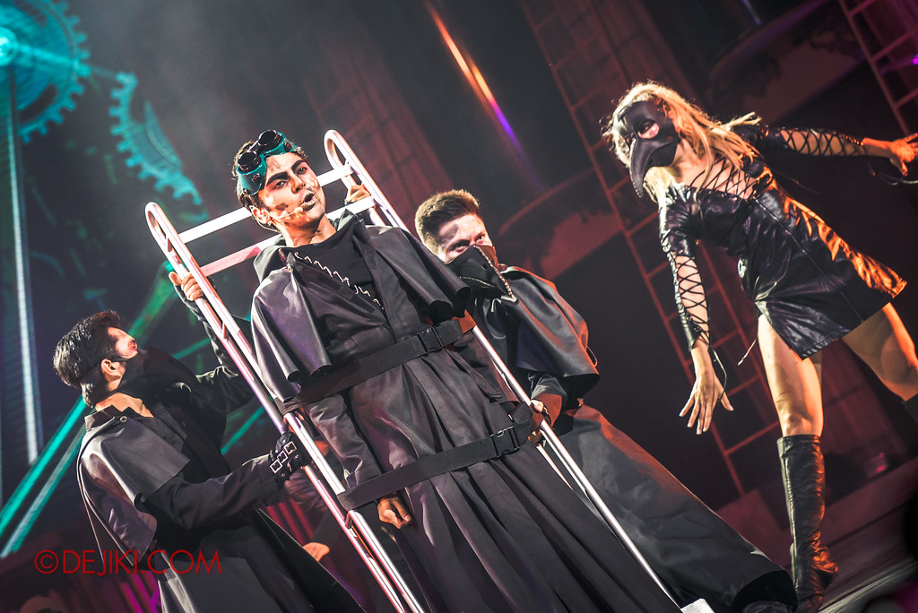 Halloween Horror Nights 7 Sneak Preview - Laboratorium show 2