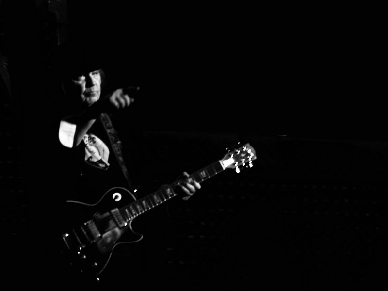 Neil Young & Crazy Horse 05-06-13 (31).jpg
