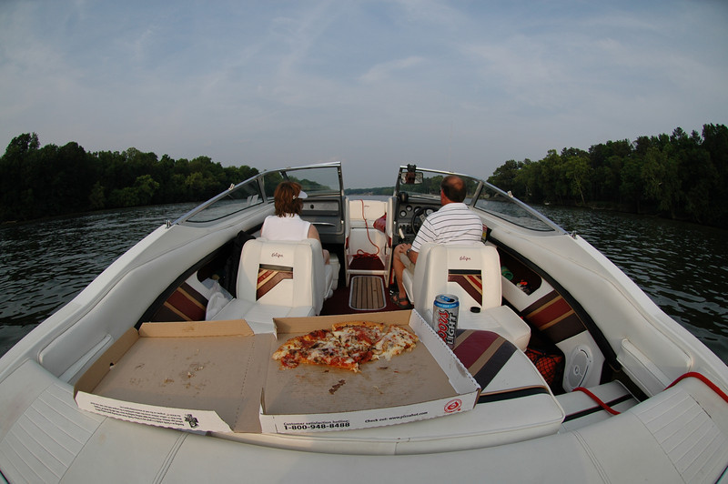 5/28/2007 Pizza and beer on the boat.