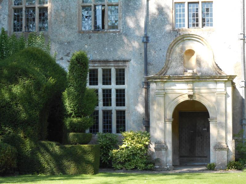 Avbury Manor