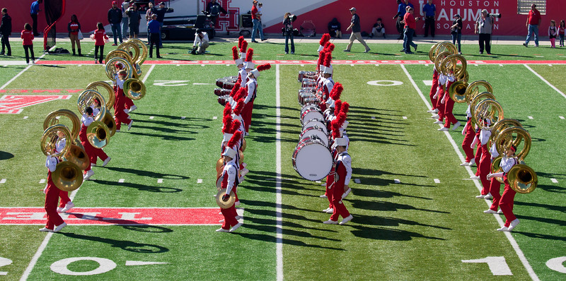 Here comes the UH Band.