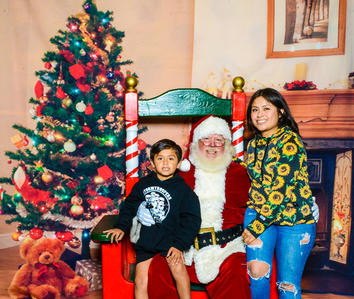 Santa Elmore 2016-12167.jpg