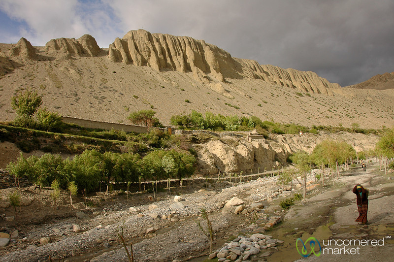 Walking Through the Kali Gandaki River Valley - Annapurna Circuit, Nepal