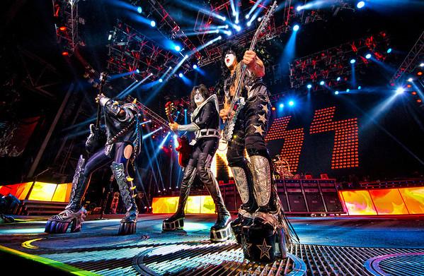 Kiss August 27, 2012