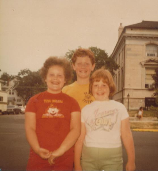 Stephen, Samantha & Joyce Sullivan 1980.jpg