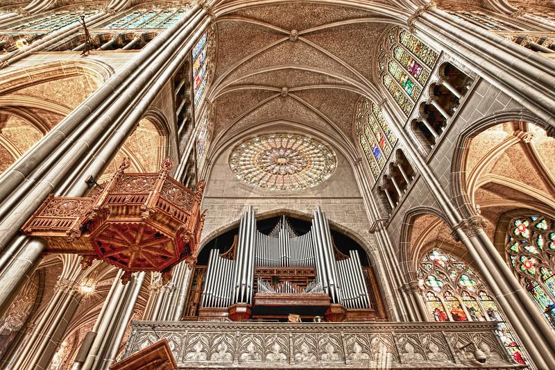 Covington Ky Cathedral Organ.jpg