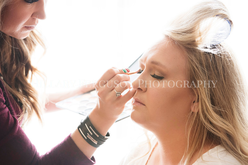 Hillary_Ferguson_Photography_Melinda+Derek_Getting_Ready111.jpg
