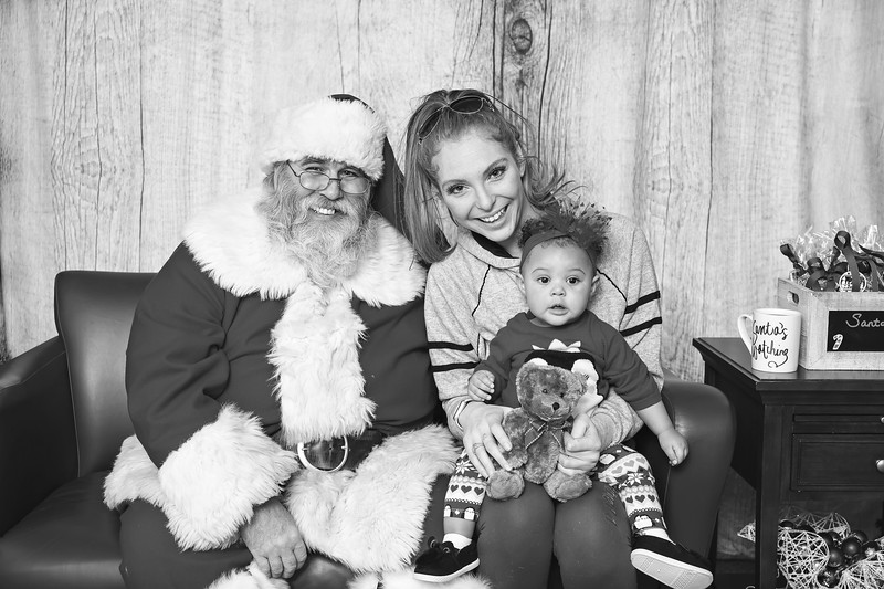 Ameriprise-Santa-Visit-181202-4894-BW.jpg