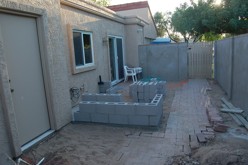 The side yard, ready for some work to get done.