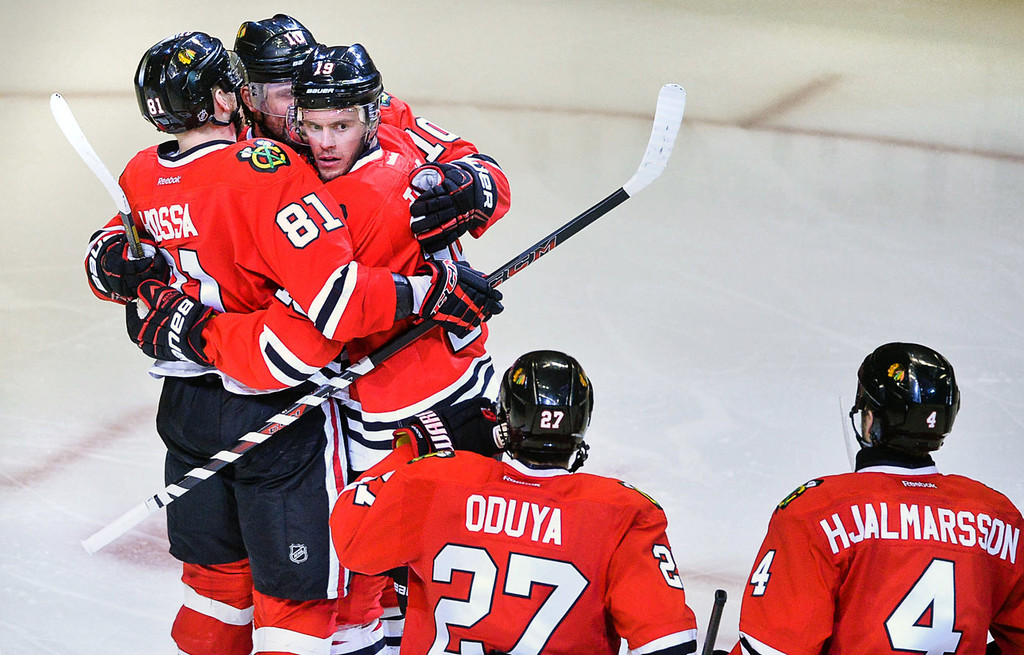 . Blackhawks players celebrate after Chicago\'s Jonathan Toews (looking) scored the game-winning goal during the third period. (Pioneer Press: Ben Garvin)