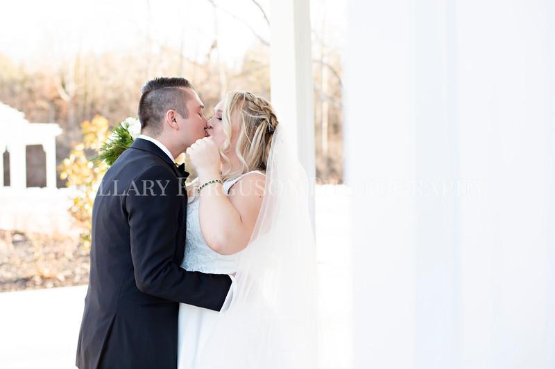 Hillary_Ferguson_Photography_Melinda+Derek_Getting_Ready391.jpg
