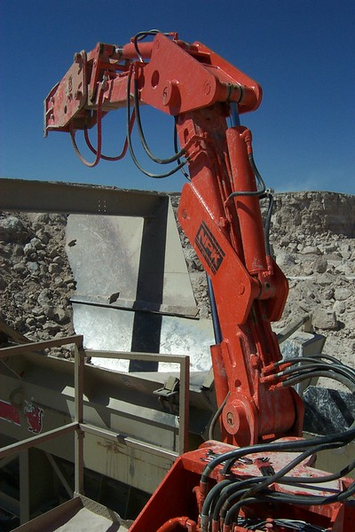 NPK B040 pedestal boom system with E series hydraulic hammer-rock breaking in quarry (10).jpg