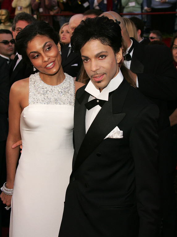 . Singer Prince and Manuela Testolini arrive at the 77th Annual Academy Awards at the Kodak Theater on February 27, 2005 in Hollywood, California. (Photo by Carlo Allegri/Getty Images)