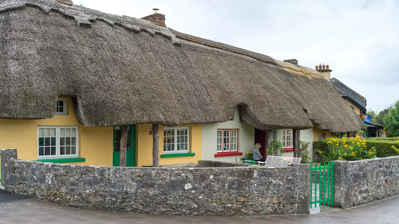 Fa�ade of traditional thatch roof cottages, Adare, County Limerick, Republic of Ireland