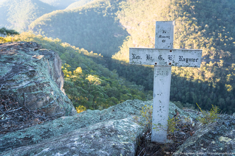 The memorial cross at Lost World Lookout