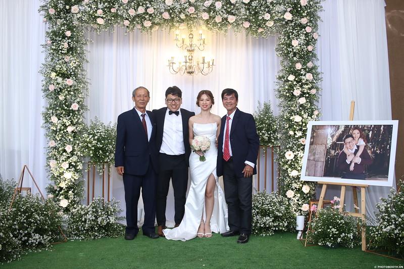 Vy-Cuong-wedding-instant-print-photo-booth-in-Bien-Hoa-Chup-hinh-lay-lien-Tiec-cuoi-tai-Bien-Hoa-WefieBox-Photobooth-Vietnam-119.jpg