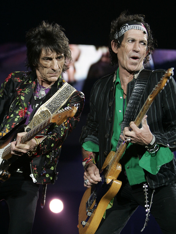 ". Keith Richards, right and Ron Wood perform during a concert of the Rolling Stones ""A Bigger Bang\"" European Tour, in Belgrade, Serbia, Saturday, July 14, 2007. (AP Photo/Darko Vojinovic)"