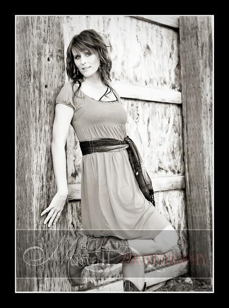 Lisa Beauty-125bw.jpg