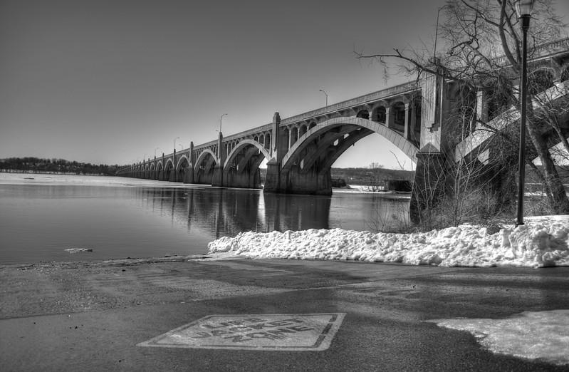 Bridge - Columbia BnW.jpg